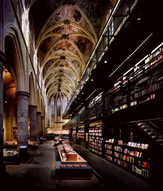 the-amazing-design-in-A-Special-Renovation-From-Church-into-A-Cutely-Chic-Selexyz-Dominicanen-Bookstore-by-Merkx-Girod-Architecten.jpg