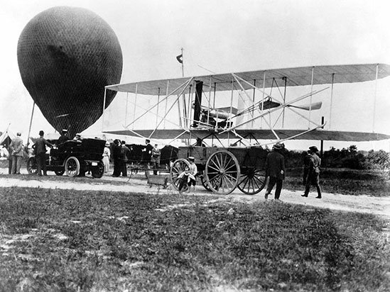 wright_military_flyer_arrives_at_fort_myer.jpg