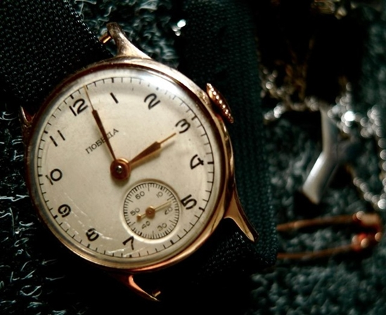 2043f3f0 В течение всего времени, пока шло производство часов, его перебрасывали от  одного завода к другому, пока в 1951 году выпуск не был освоен на ЗИМ.